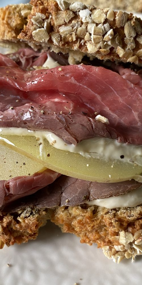 sandwich di roast beef patate e rafano