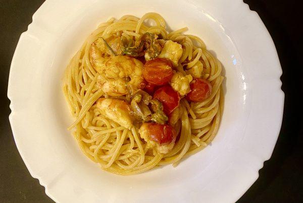 spaghetti gamberoni fiori di zucca e zafferano